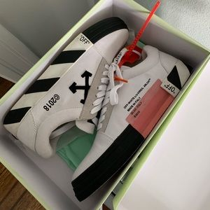 Off White men's sneakers NEW. Doesn't fit me